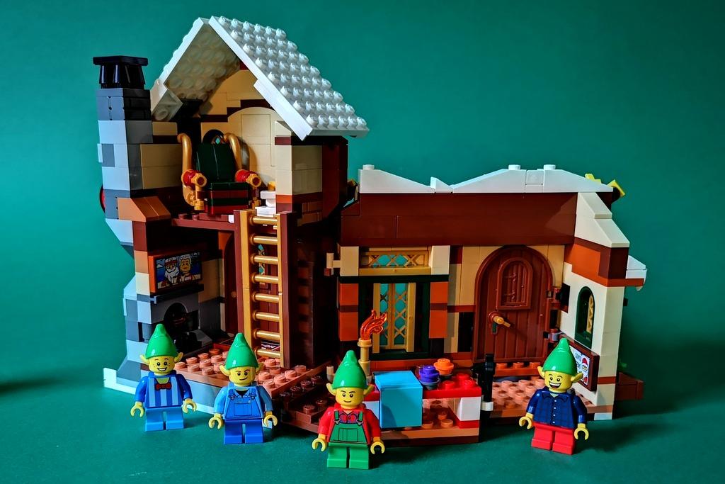 10245-lego-santas-workshop-haus-backsite