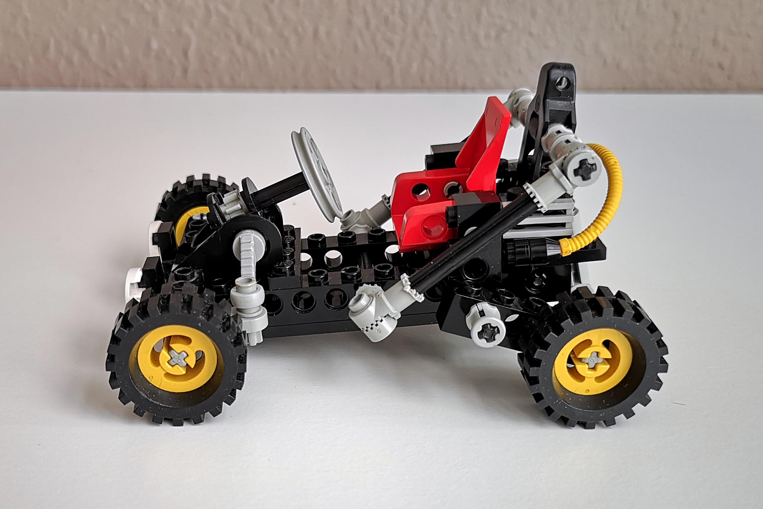 LEGO Set 8832 Modell A Seitenansicht