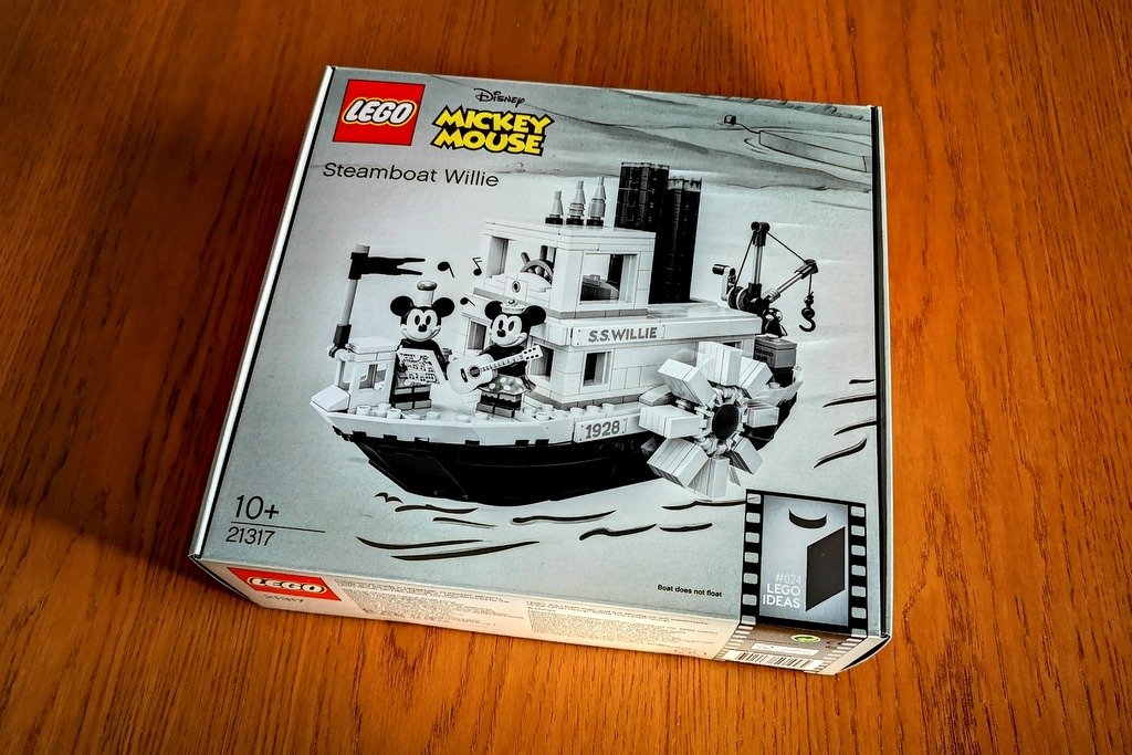 LEGO 21317 Steamboat Willie Box Outboxing Review