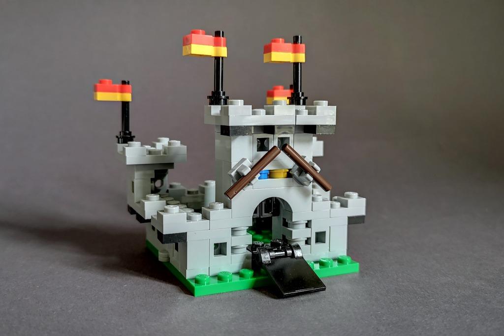 LEGO 6080 Miniburg MOC