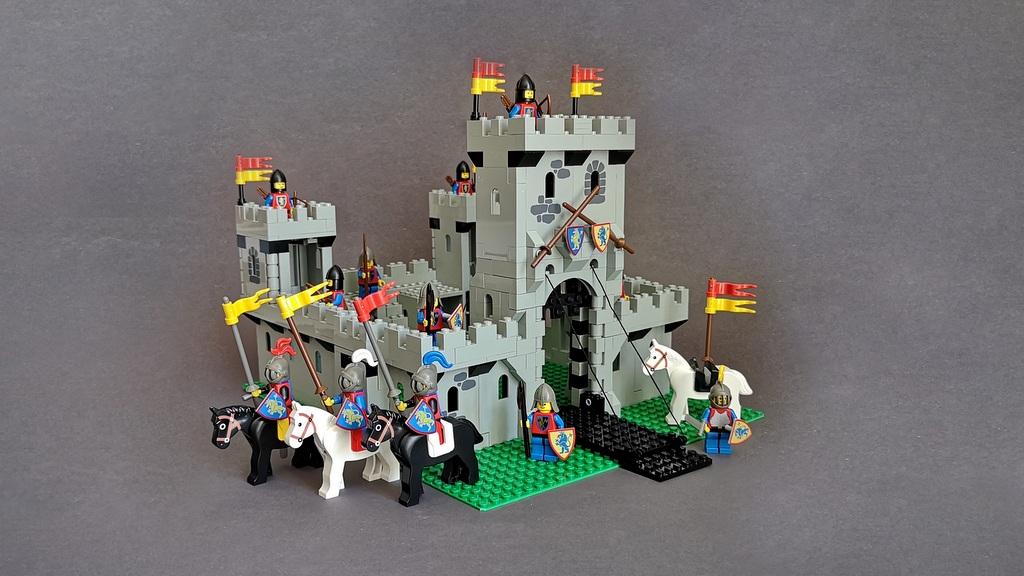 In dieser LEGO-Review zu Burg 6080 von 1984 findest Du tolle Infos, Gedanken und Bilder.