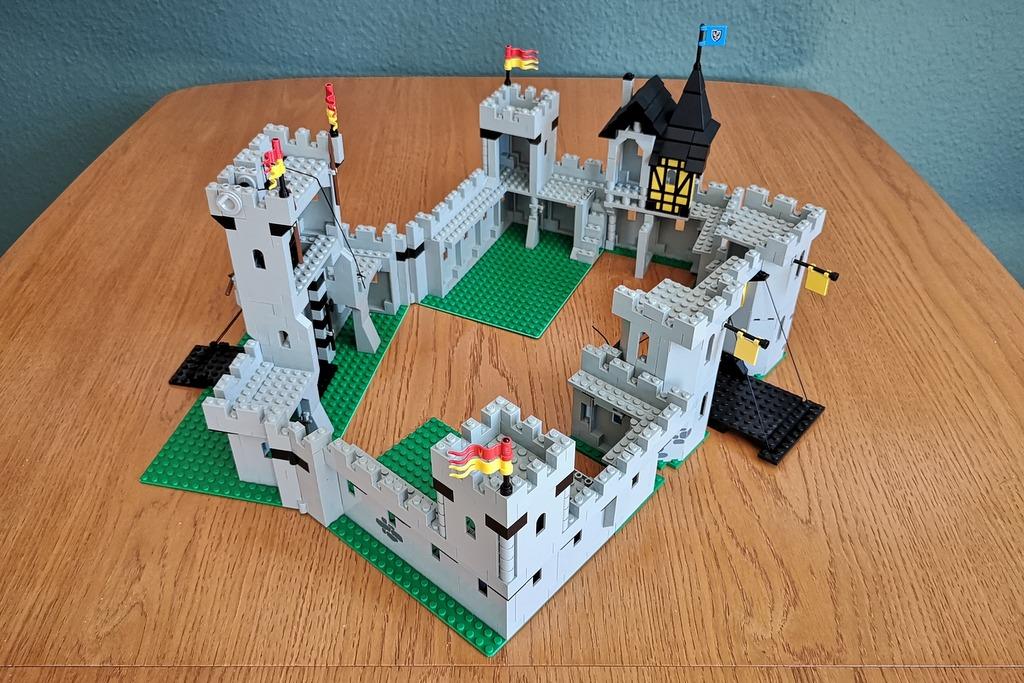 LEGO Burg 6074 und 6080 kombiniert