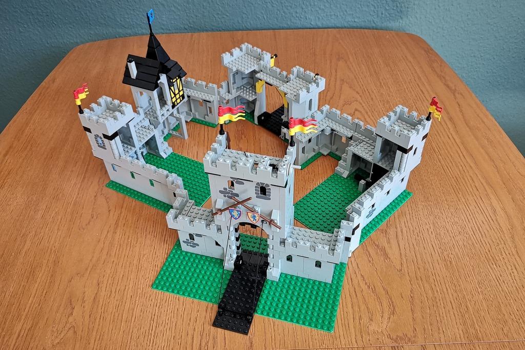 LEGO Burg 6080 und 6074 kombiniert zusammen