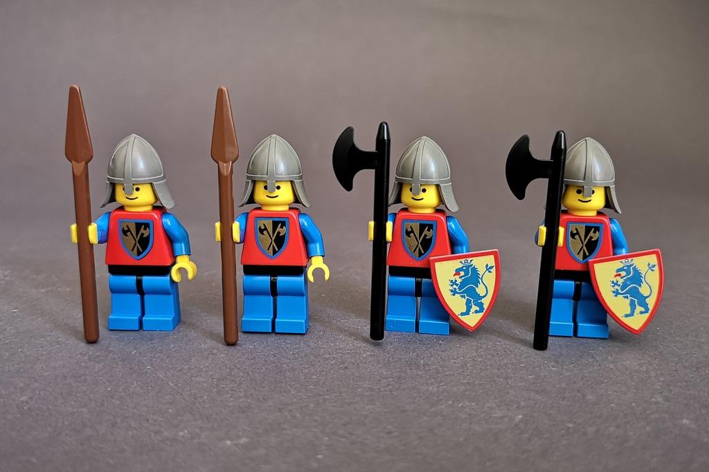 Hier zu sehen sind die vier Löwenritter-Soldaten des Sets 6080.