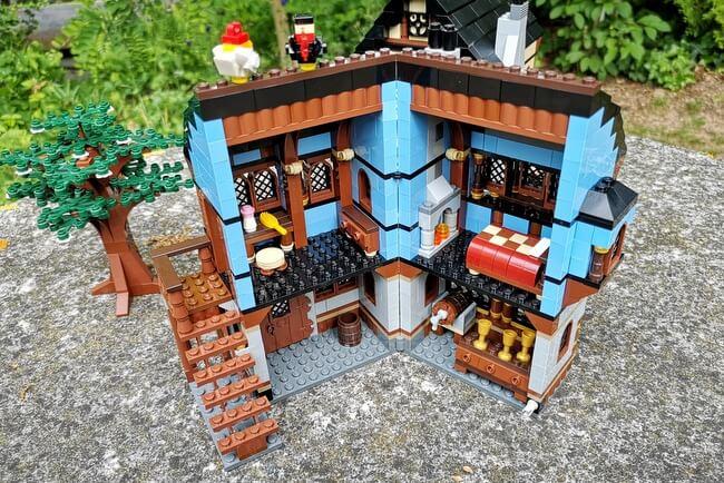 lego-10193-haus-aufgeklappt