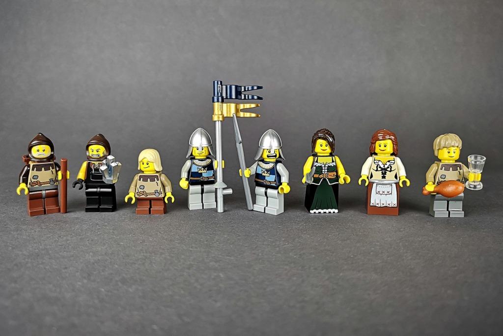 lego-10193-minifiguren
