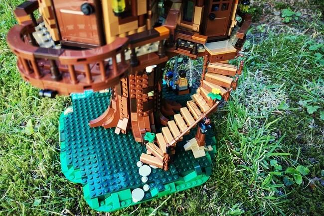 lego-21318-treppe