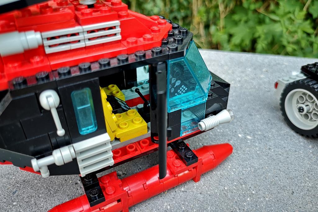 lego-5590-hubschrauber-cockpit