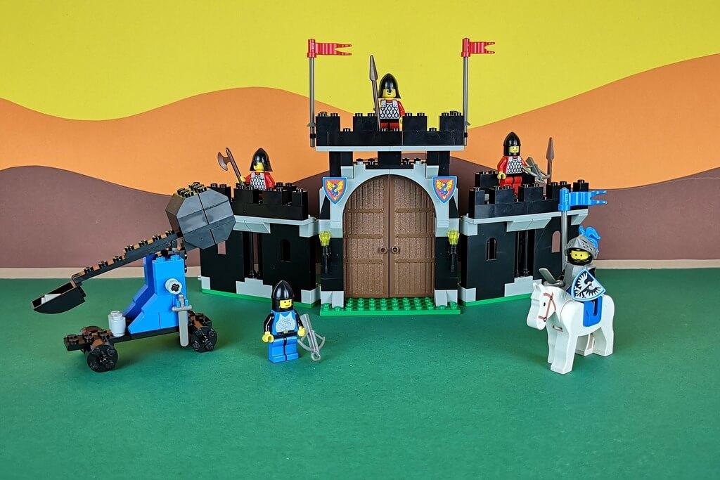 lego-6059-burgmauer