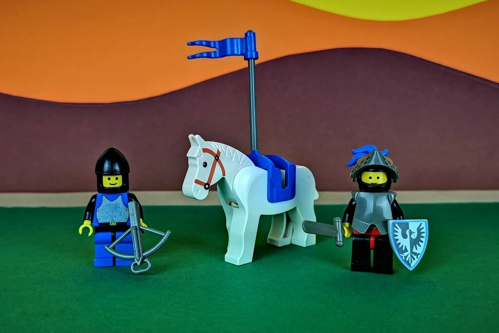 lego-6059-falkenritter-minifiguren