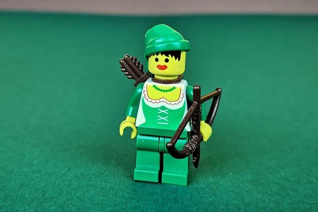 lego-6071-forestwoman