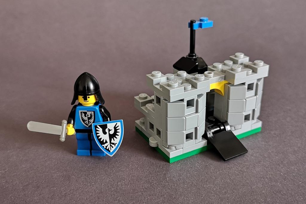 lego-6074-miniburg