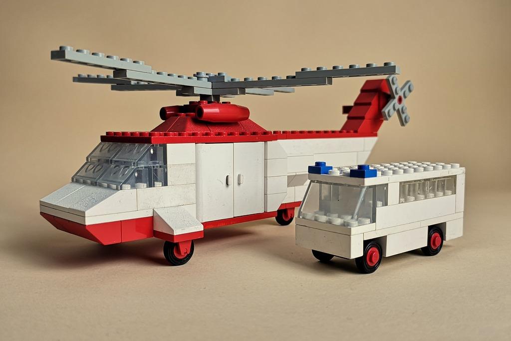 lego-70er-helikopter-krankenwagen