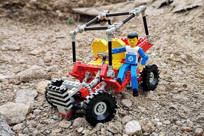 lego-buggy-mit-minifigur