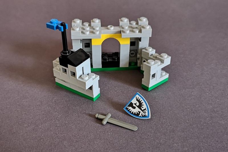 lego-falkenritter-schild-schwert