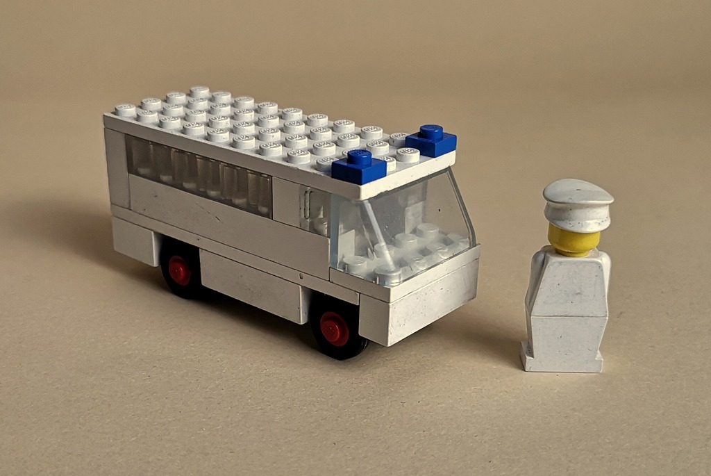 lego-ambulanz-retro