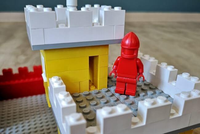 lego-minifigur-selten-roter-ritterhelm