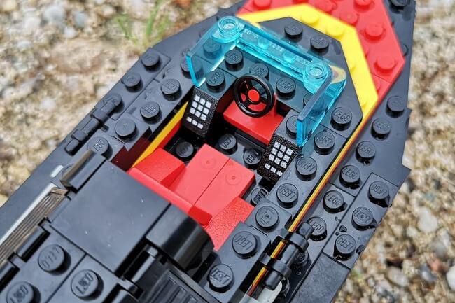 lego-rennboot-cockpit