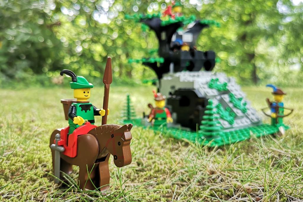 lego-robin-hood-forestmen