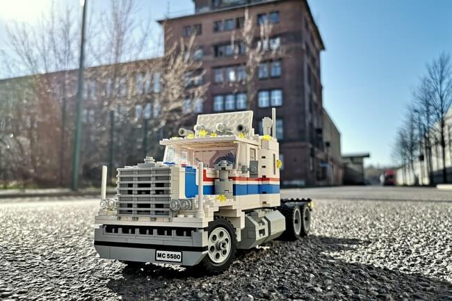 lego-truck-model-team