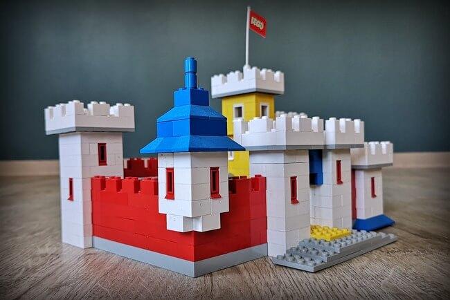 lego-weetabix-castle-seitenansicht
