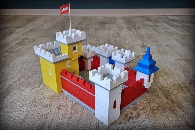 lego-weetabix-castle-von-hinten