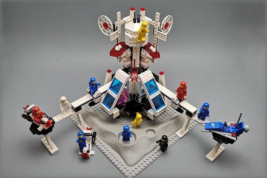 lego-weltraum-station-mit-vielen-astronauten